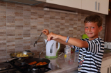 Юный повар