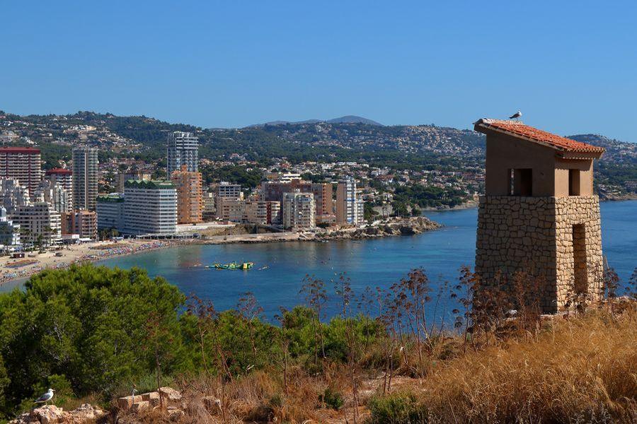 Кальпе, вид на город со скалы Ифач
