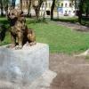 Лев - одна из четырех скульптур, расположенных на аллее сквера