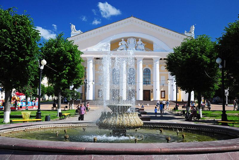 Калуга, центральный фонтан на Театральной площади