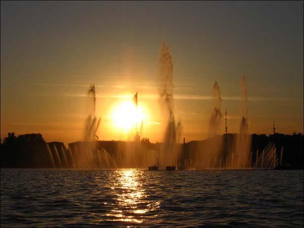 Экскурсия по каналам Санкт-Петербурга - фонтаны на Неве