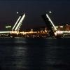 Белые ночи - разведенный Дворцовый мост