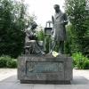 Вышний Волочек, памятник А.Г. Венецианову в городском сквере